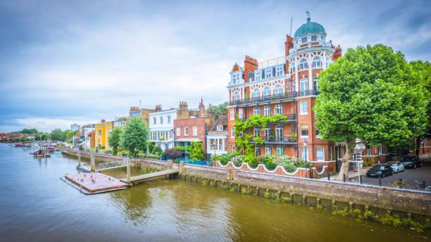 Edificios ribereños de Hammersmith, Londres - foto de stock