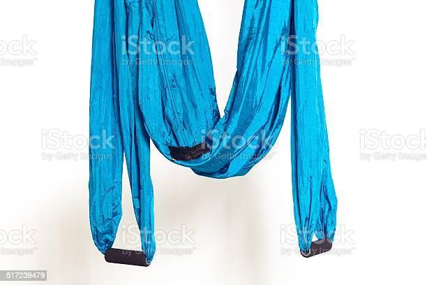 Hamaca Con Mangos Para Antigravedad Ejercicios De Yoga Foto de stock y más banco de imágenes de Azul
