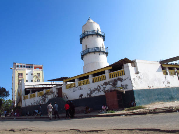 Hamoudi Mosque in Mahmoud Harbi Square in downtown Djibouti City, Djibouti Djibouti City, Djibouti – November 10, 2015: Hamoudi Mosque in Mahmoud Harbi Square in downtown Djibouti City. The capital and largest city of Djibouti located in the coastal Djibouti Region on the Gulf of Tadjoura. Its has a population of around 530,000 inhabitants, which is 70% of the country's population. Known as the Pearl of the Gulf of Tadjoura, Djibouti City is strategically positioned near the world's busiest shipping lanes and acts as a refuelling and transhipment center. The Port of Djibouti is the principal maritime port for imports to and exports from neighbouring Ethiopia. muslim quarter stock pictures, royalty-free photos & images