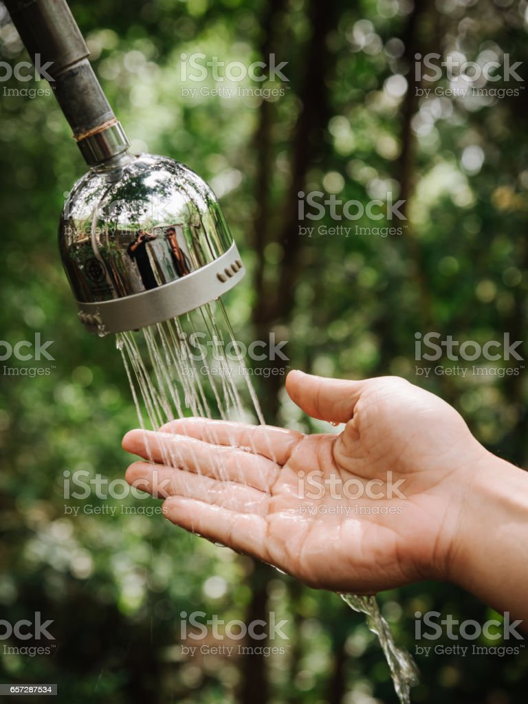 hand and droplets of water from shower – Foto