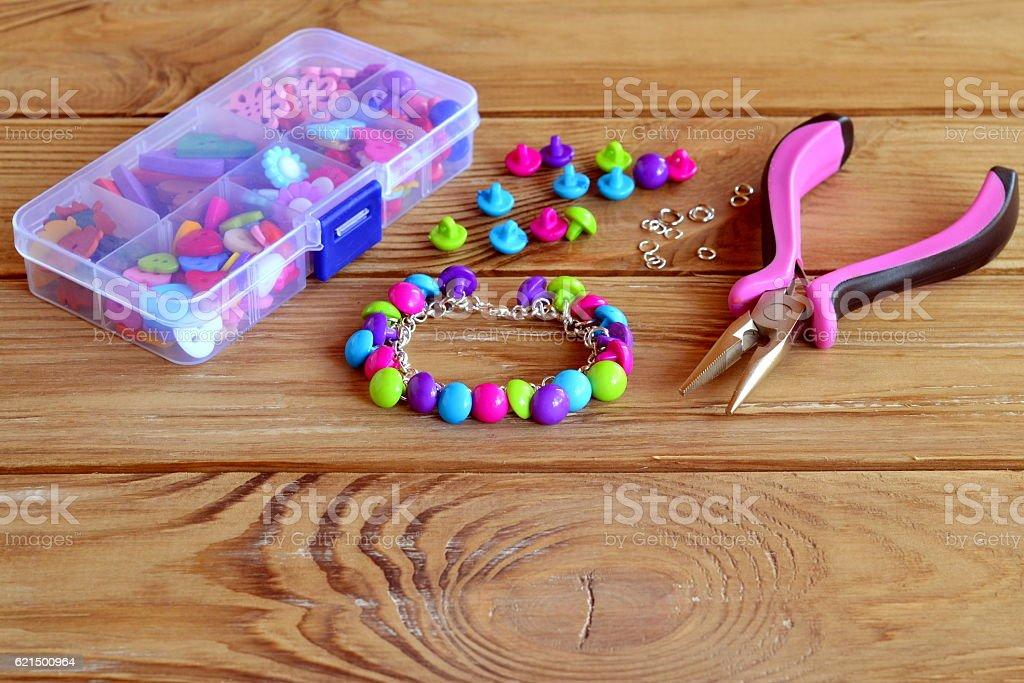 Hand bracelet. Button diy for kids Lizenzfreies stock-foto