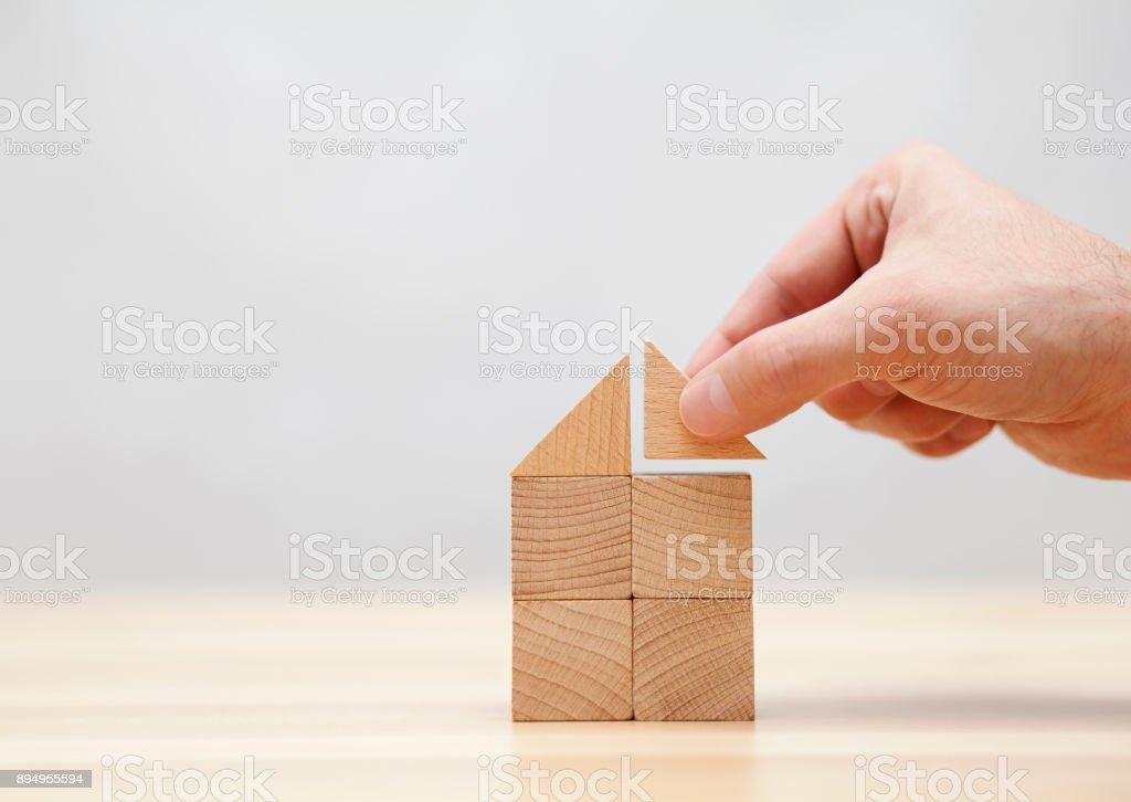Hand-Hausbau mit Holzklötzen – Foto