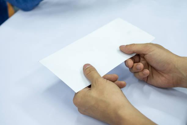 empresario de la mano dando en blanco sobre blanco - postal worker fotografías e imágenes de stock