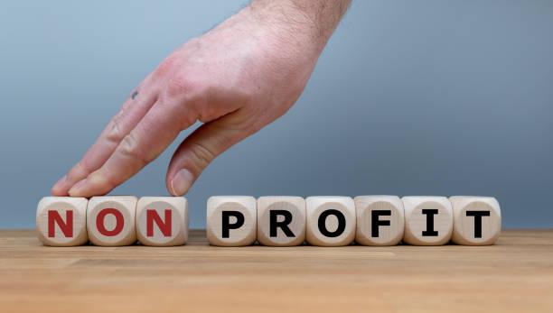 """hand changes the word """"nonprofit"""" to """"profit"""". - organizzazione no profit foto e immagini stock"""