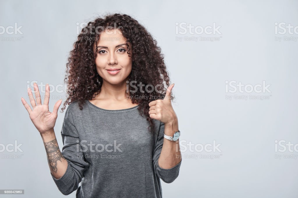 Hand zählen-sechs Finger. – Foto