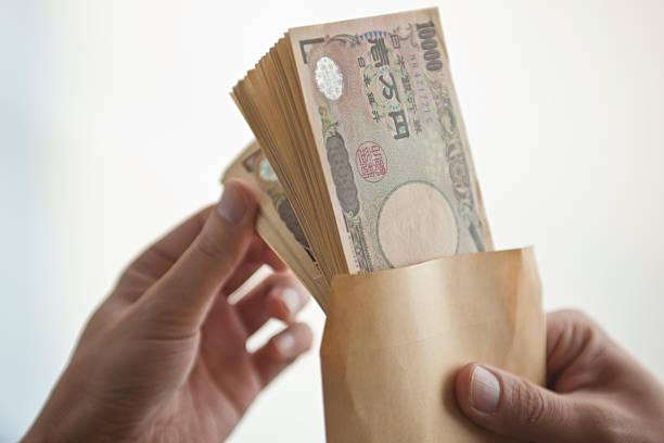 hand counting the money - お金 ストックフォトと画像