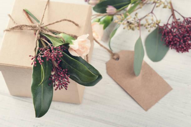 handgefertigte geschenke und tag - do it yourself invitations stock-fotos und bilder