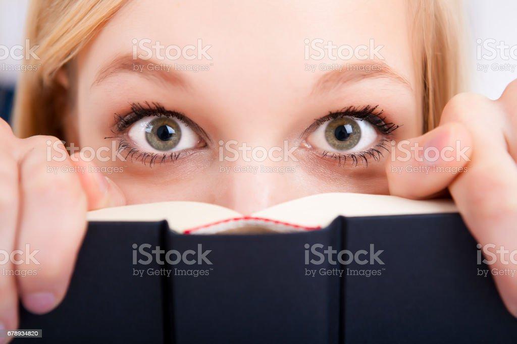 Hand cripping boek foto