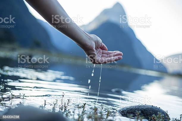 Hand cupped to catch fresh water from the lakenew zealand picture id534334238?b=1&k=6&m=534334238&s=612x612&h=og 7aypzdzbs6psrofi5ifrnpylkqdikdpoqdnrotju=