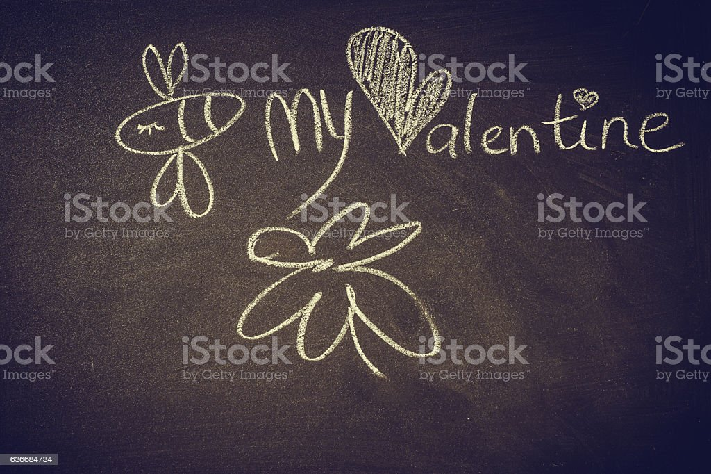 Hand drawn doodle bee on chalkboard,Valentine,love – Foto