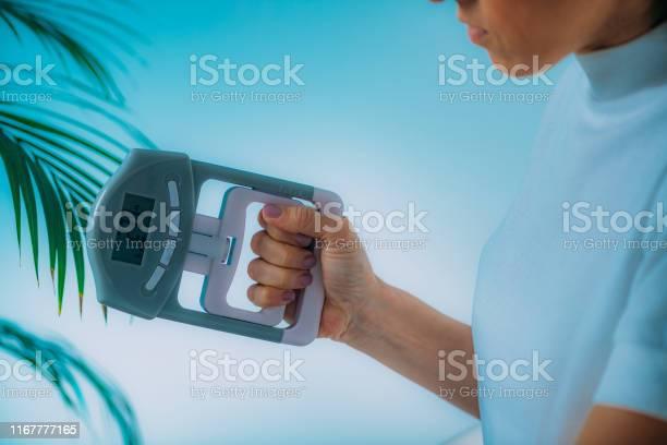 ハンドダイナモメーター - クローズアップのストックフォトや画像を多数ご用意