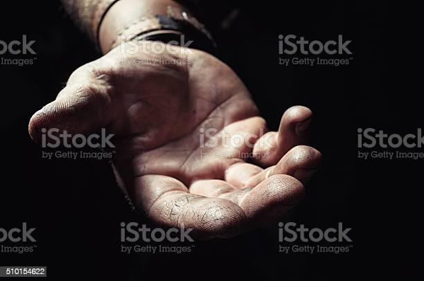 Hand Inmitten Der Dunklen Stockfoto und mehr Bilder von Altruismus