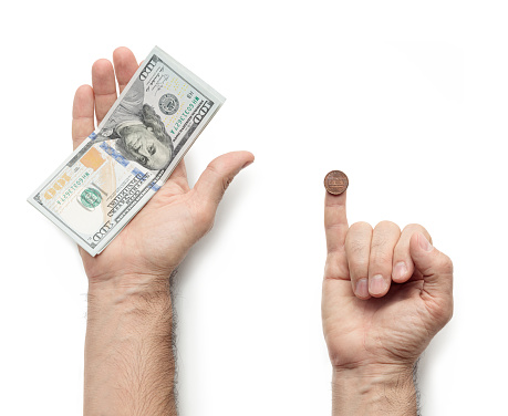 hand giving salary; comparison of those who pay generously and sparingly; a lot of money and little money; comparison of profitable business and not profitable