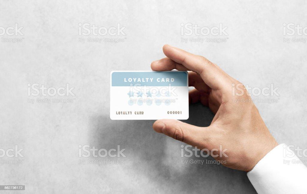 Hand halten Rabatt Kartenvorlage mit abgerundeten Ecken – Foto