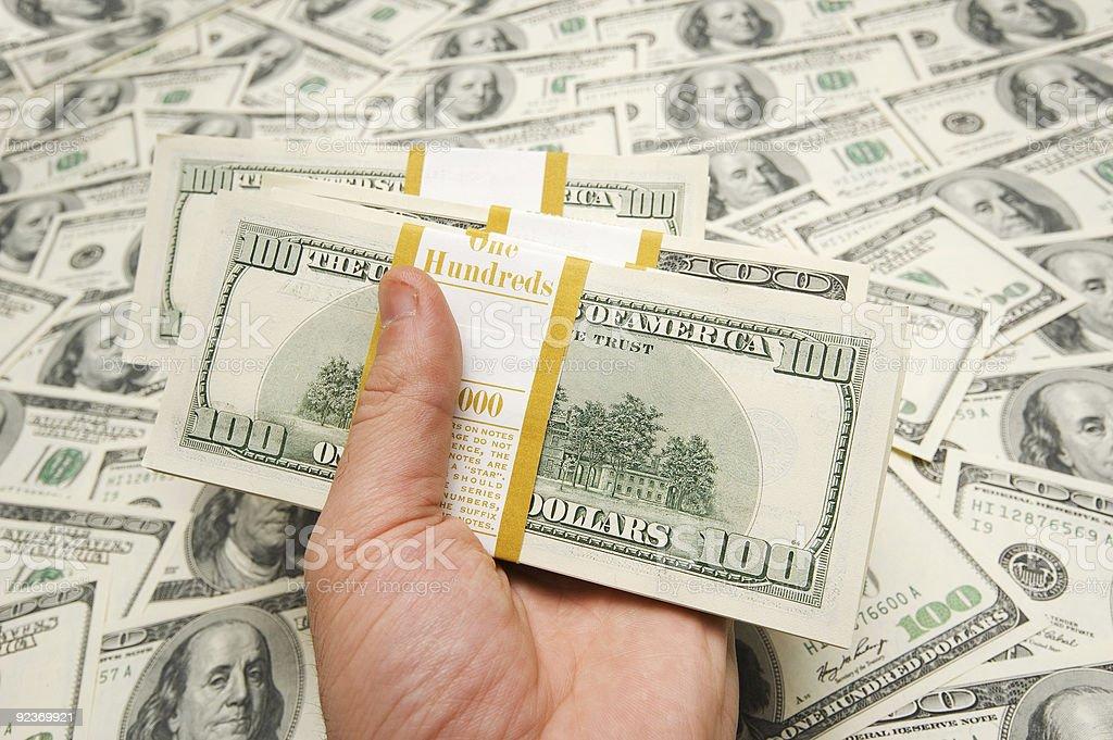 Hand, die auf Geld Hintergrund der amerikanischen Dollar Lizenzfreies stock-foto