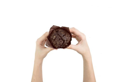 Siyah Kakao Muffin Çikolata Parçaları Ile Izole Kağıt Üstten Görünüm Pişirme Üzerinde Tutan El Stok Fotoğraflar & Atıştırmalıklar'nin Daha Fazla Resimleri