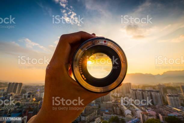 Hand holding camera lens picture id1177563435?b=1&k=6&m=1177563435&s=612x612&h=8d05gmw3zbugyseqs2kwntllch ybhs8pzflxzl7yyg=