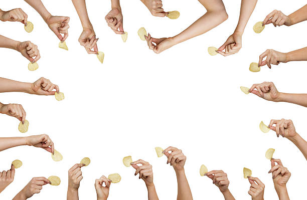 hand holding chips - 薯片 個照片及圖片檔