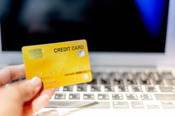 hand holding credit card, the credit card prepare for customer and entrepreneur using for online shopping. - paying with card shop imagens e fotografias de stock
