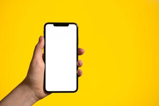 telefono cellulare con mano con schermo intero bianco vuoto - smart phone foto e immagini stock