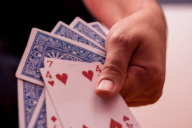 A hand holding poker cards - foto stock
