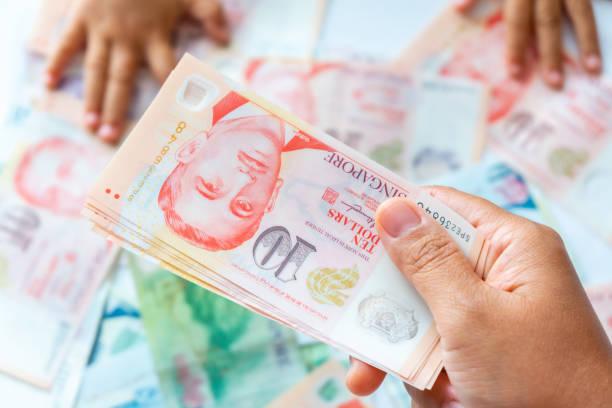 Mano sosteniendo billete de Dólar de Singapur,Fondo - foto de stock