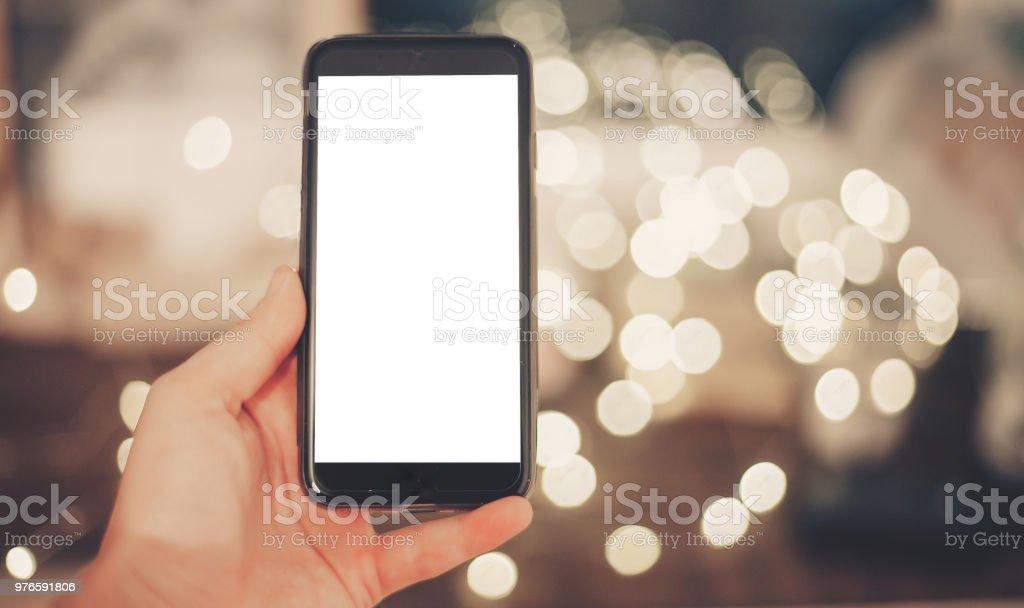 Weihnachtsgrüße Smartphone.Hand Mit Smartphone Mit Leeren Bildschirm Auf Hintergrund Der