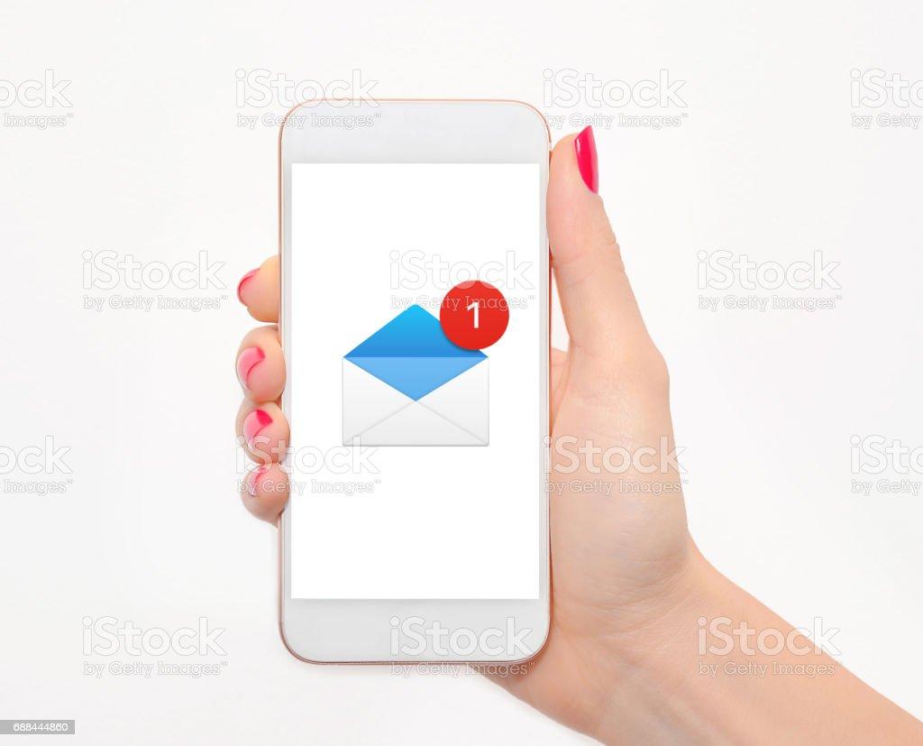 Hand mit Smartphone mit neuen Nachricht auf dem Bildschirm – Foto
