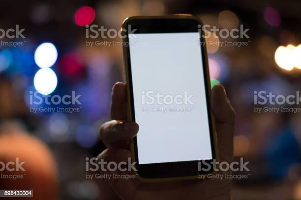 Hand holding smartphone in pub mobile phone with blank screen in picture id898430004?b=1&k=6&m=898430004&s=612x612&h=vs5 fd ixck0isir5uieu yd7ftkhtzctwew8omvxkm=