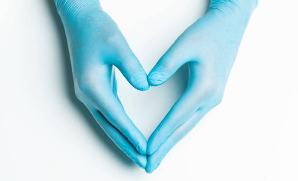 Hand in medizinischen Handschuhen – Foto