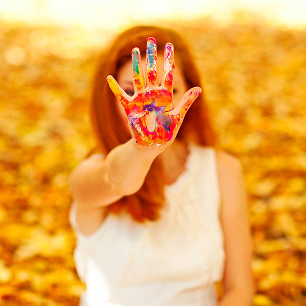hand in der Farbe – Foto