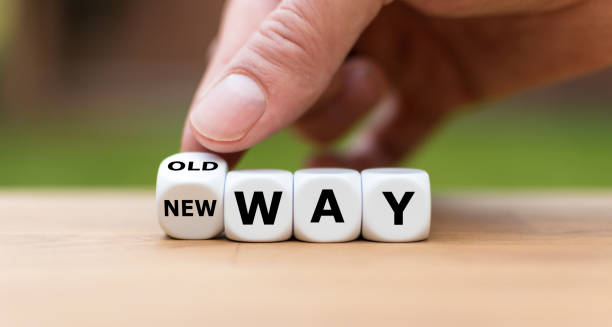 """手正在變成一個骰子, 把 """"舊方式"""" 的說法變成 """"新的方式"""" """" - 彈性 個照片及圖片檔"""
