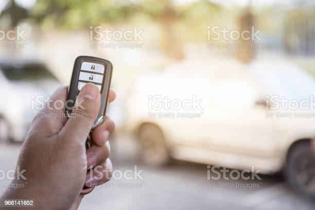 Hand Låsa Upp Bilen Från Fjärrkontrollen I Parkering-foton och fler bilder på Alarm