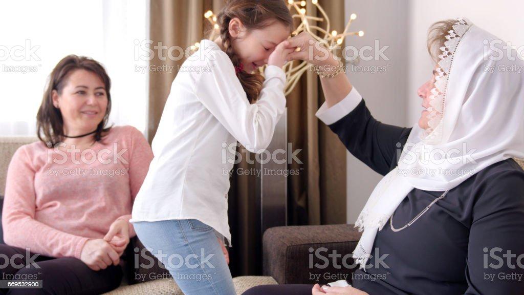 Mano besos ceremonia en Bayram - foto de stock