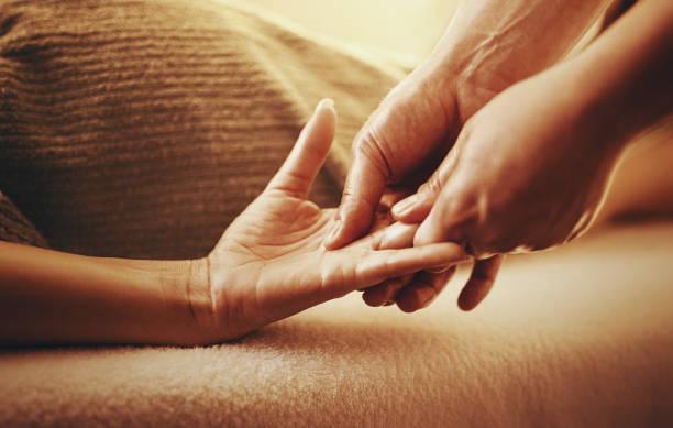 Hand massage. – Foto