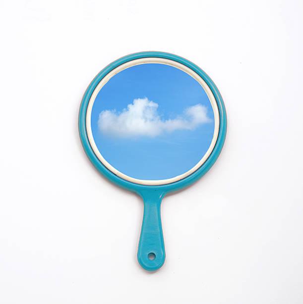 hand mirror with reflection of blue sky, cloud on white - handspiegel stockfoto's en -beelden