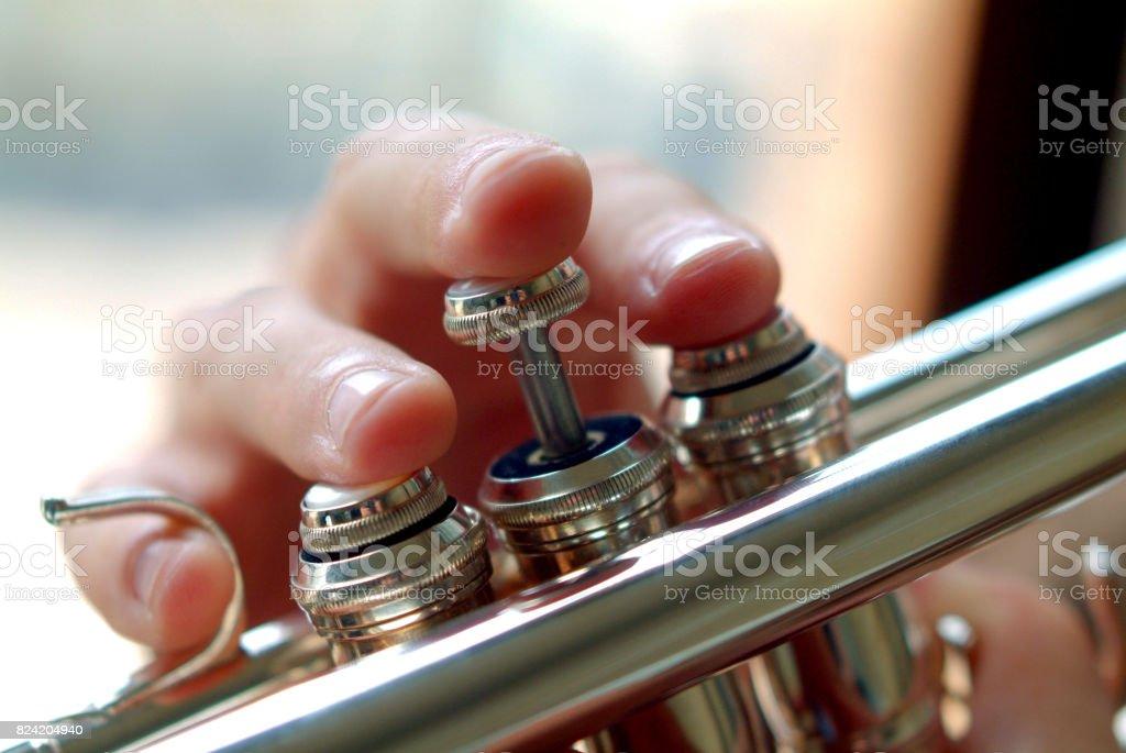 Hand eines Trompeters – Foto