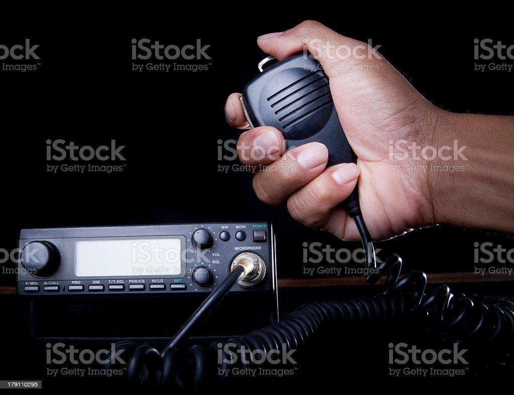 hand des Amateur radio hält Lautsprecher und drücken Sie – Foto