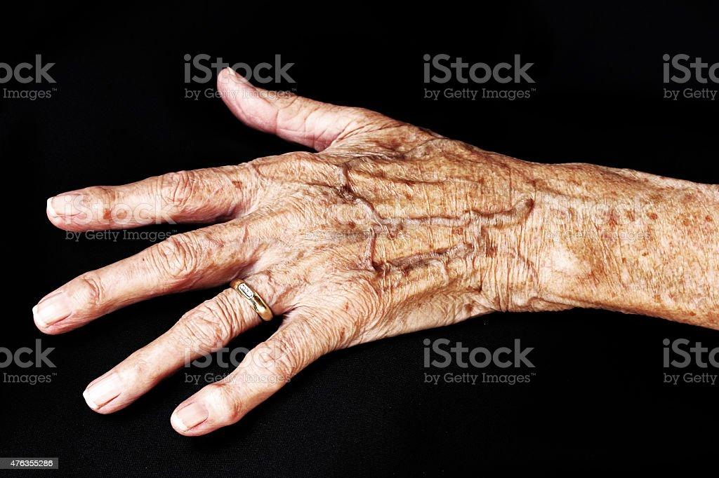 hand einer alten Frau – Foto