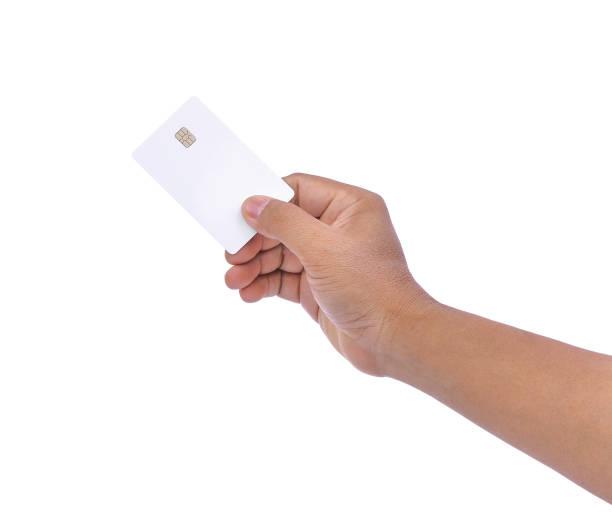 mão de homens asiáticos, mantendo em branco cartão de crédito, cartão Multibanco, isolado no fundo branco, para o conceito de negócio - foto de acervo