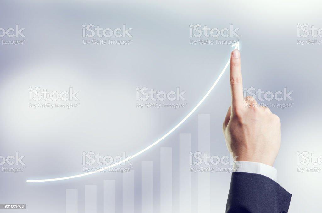 Hand der Geschäftsmann Plan Wachstum und Steigerung des positiven Indikatoren in seinem Geschäft, Entwicklung und Wachstum Konzept. – Foto