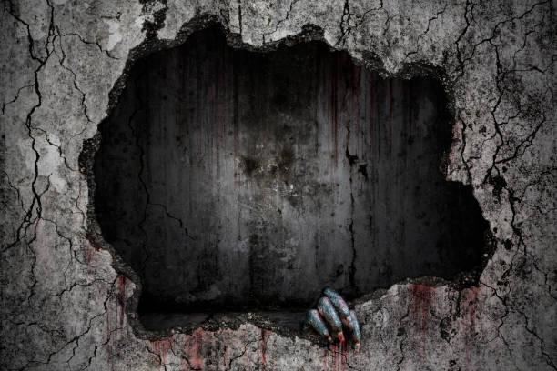 Hand des Teufels hat Flecken und Tropfen Blut und halten Sie die beschädigte Grunge Riss und gebrochenen Betonwand in überfluteten Kanalisation Tunnel wurden aufgegeben, blutigen Hintergrund unheimlich und horror – Foto