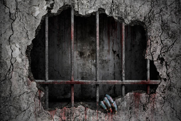 Hand des Teufels hat Flecken und Tropfen Blut und halten die beschädigte gruselige Riss und zerbrochene Betonwand in alten Gefängnis Metallstangen, Blutige Hintergrund beängstigend – Foto