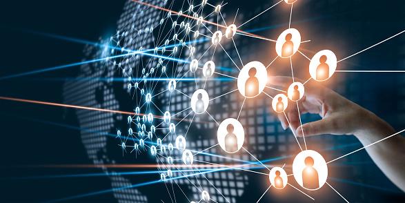 觸摸網路的手連接在商業專案管理中的人點圖示團隊組織和頭腦風暴概念 照片檔及更多 Connect the Dots - 英文諺語 照片