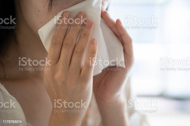 Hand of woman blowing nose with tissue picture id1173753074?b=1&k=6&m=1173753074&s=612x612&h=ugrsjc4uxs16nd6cgehuv4hdv3v5eftqapwotpfby0g=