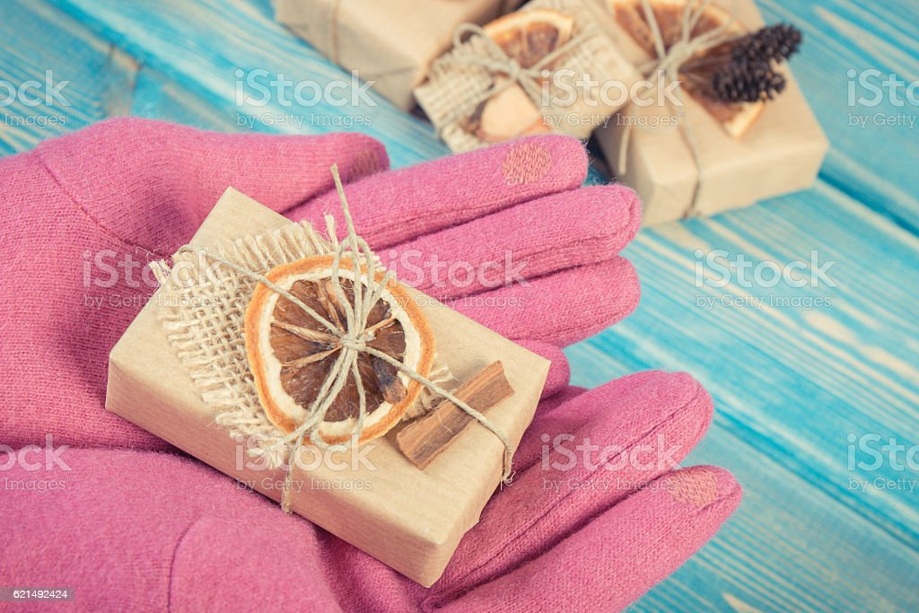Hand of woman in gloves with decorated gifts for Christmas Lizenzfreies stock-foto
