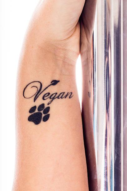 hand der jungen vegane pole tänzer - gymnastik tattoo stock-fotos und bilder