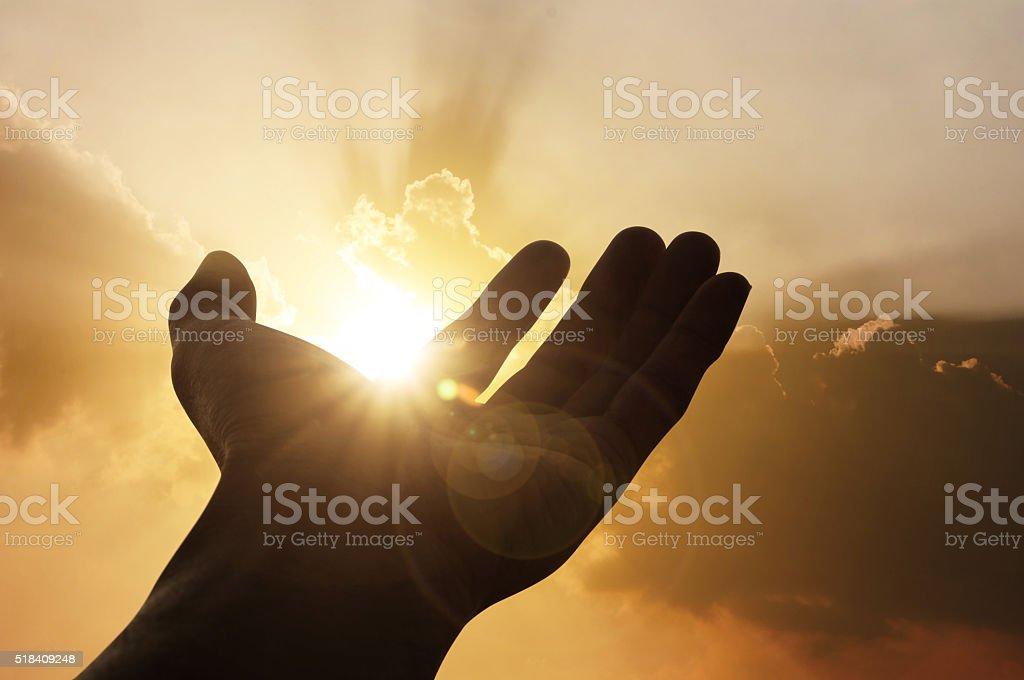 Hand auf Sonnenuntergang Hintergrund Lizenzfreies stock-foto
