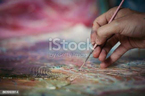 istock Hand painting 863993814
