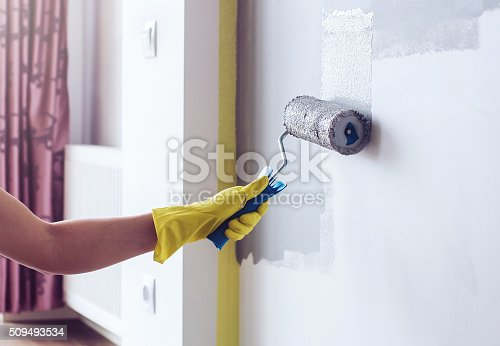 istock Hand painting wall in apartment 509493534